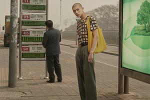 晃荡在街头的中国男人