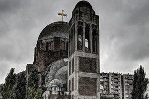 摄影师走访全球废弃寺院 残桓断壁难掩曾经辉煌