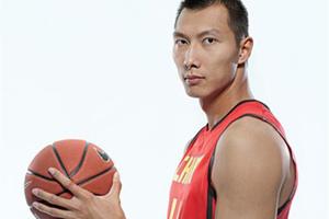 GQ Daily   周琦跟王哲林去参加选秀,结果湖人选了易建联