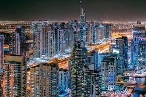 德国小哥拍摄迪拜无敌夜景 动感光影打造炫目不夜城