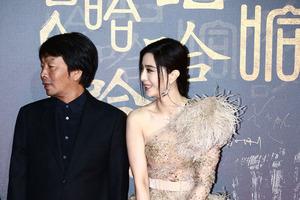 《我不是潘金莲》首映被赞巅峰之作 冯小刚称不负期待