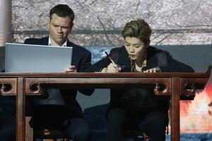 张艺谋、刘德华出席电影《长城》首映礼 马特-达蒙、鹿晗写汉字