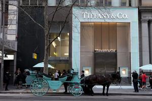 GQ Daily | 汤姆·布雷迪昨天创造了新纪录,Tiffany开除了他们的CEO