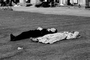 Burberry将于9月时装周举办时尚摄影展,探索英伦生活方式
