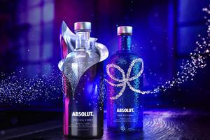 ABSOLUT绝对伏特加推出#绝对夜装#:两款限定瓶身带你揭开不一样的夜
