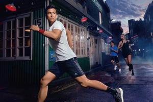 跑翻街头,适应多种可能。阿迪达斯PureBOOST GO跑鞋引领街跑风潮
