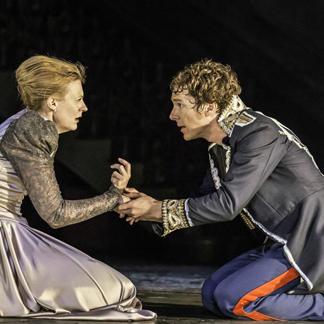 像哈姆雷特那样优雅的穿军装