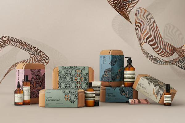 探索吸引力背后的法则:Aesop 与设计师 Iris van Herpen 合作护肤保养礼盒