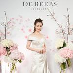 徐若瑄佩戴戴比尔斯钻石珠 优雅亮相DE BEERS SEASON OF LOVE台湾钻石珠宝展
