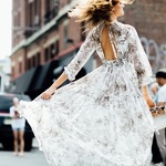 一条美好的衬衫裙,裙角上有你的整个春天