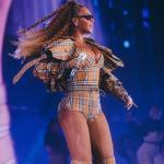 英國女王和Beyoncé如何詮釋經典Burberry格紋