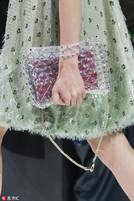 不只衣服,包包也流行PVC材质