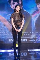 欧阳娜娜身着CHANEL出席电影《机器之血》发布会