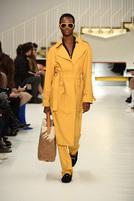 TOD'S发布2018秋冬女装系列 意式匠心领袖 从容率性而行