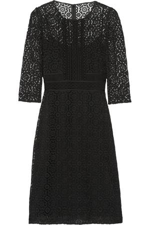 棉质混纺凸花蕾丝连衣裙