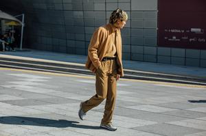 首尔时装周街拍看什么?反正我没空看衣服