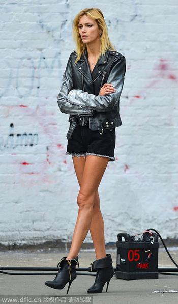 热裤长裙夏末街拍美腿风潮