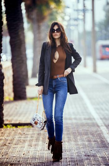 一直穿的西装,为什么搭条牛仔裤就更好看了?