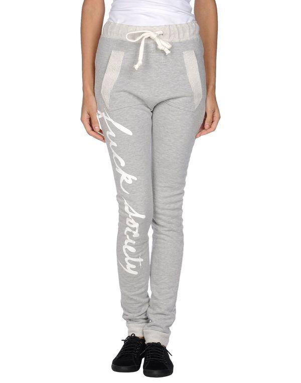 淡灰色 TEE TREND 裤装