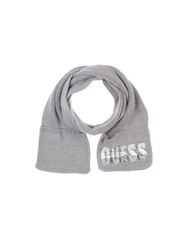 淡灰色 GUESS 围巾