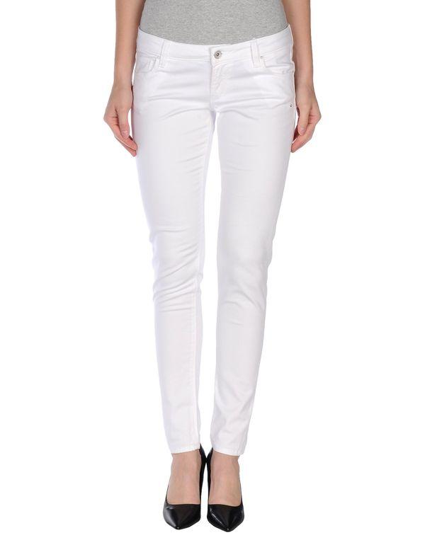白色 GUESS 裤装