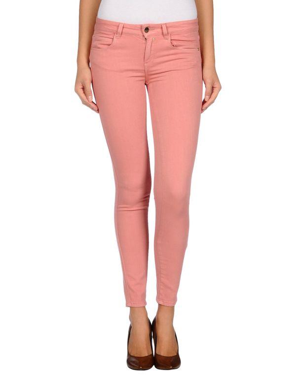 粉红色 KAOS 牛仔裤