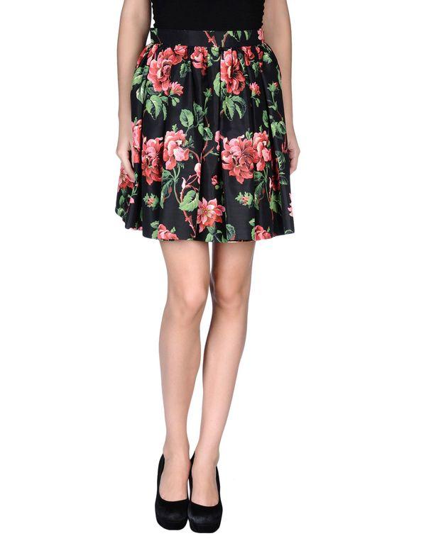 黑色 MIU MIU 及膝半裙