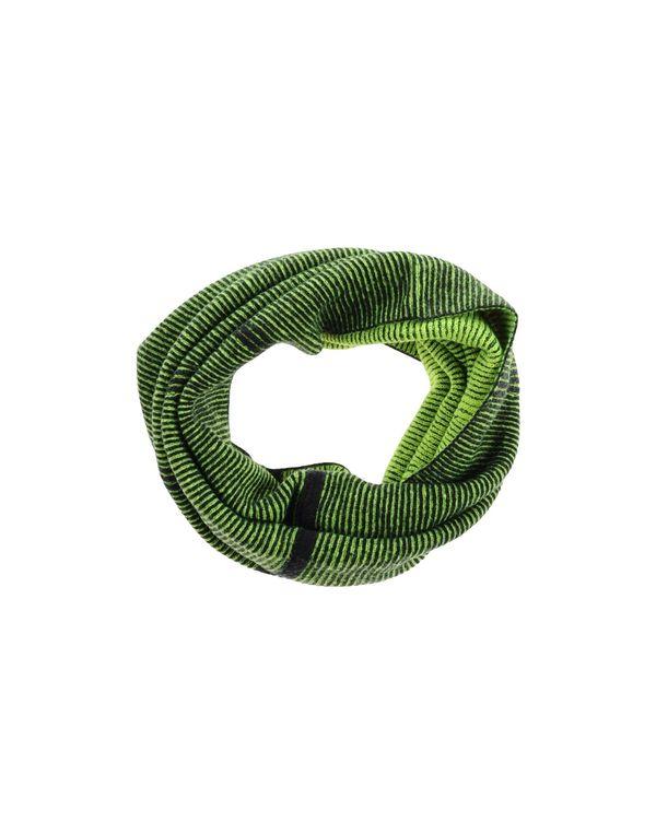 绿色 Y-3 领部装饰