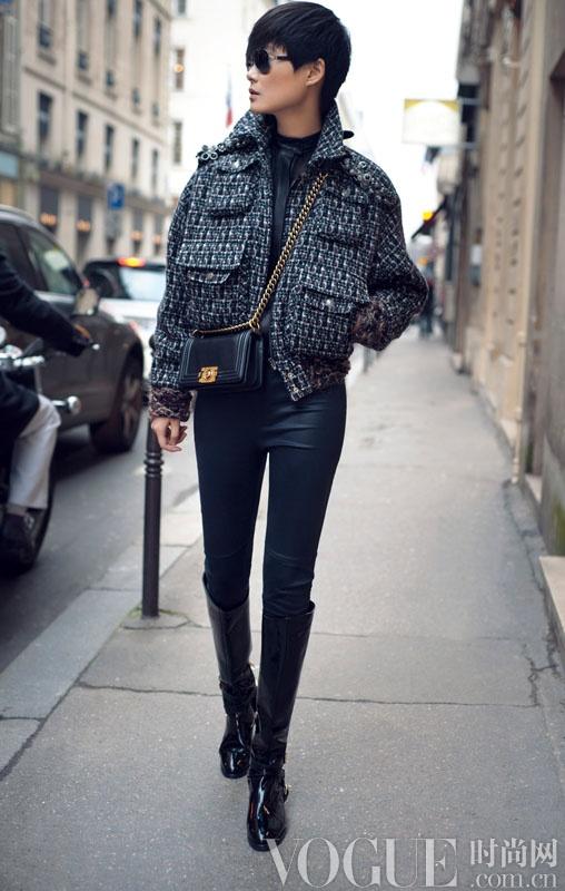 李宇春巴黎街拍 尽展时尚风潮