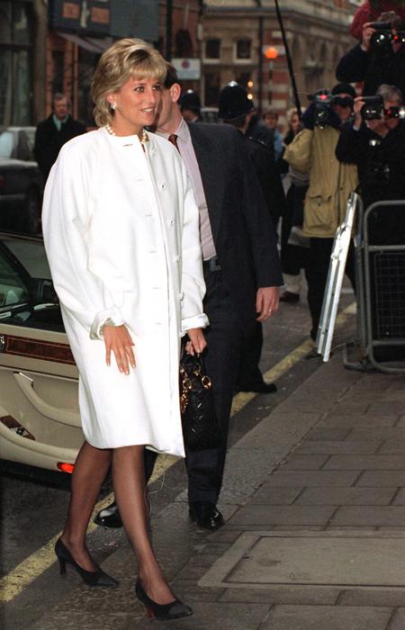 女人一生必须要有的十款经典大衣