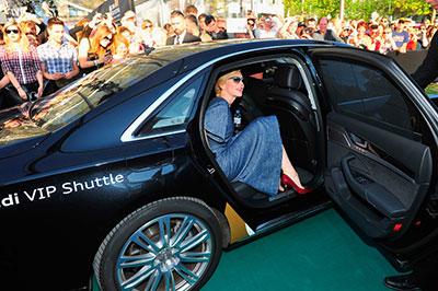 凯特•布兰切特穿着Roger Vivier球形宝石高跟鞋现身苏黎世电影节