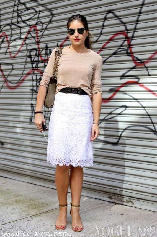 必buy蕾丝半裙街拍穿搭示范