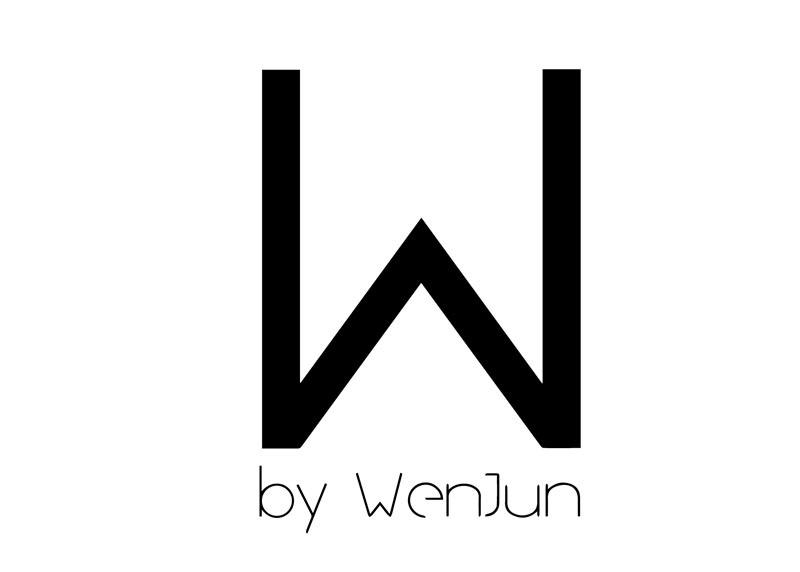 李文君 源于自幼对艺术和时尚的热情,李文君于2007年6月毕业于广州美术学院后,只身前往巴黎的贝尔索学院(STUDIO BERCOT)学习服装设计。经过三年的学习后,李文君选择在巴黎、纽约工作,拥有众多国际知名品牌的设计经验。2012年,她创建属于自己的品牌W by WenJun。对她而言,时尚与艺术是无法分割的,单件的衣服不是艺术,但当人们穿着它并且看起来很完美,它才是艺术。