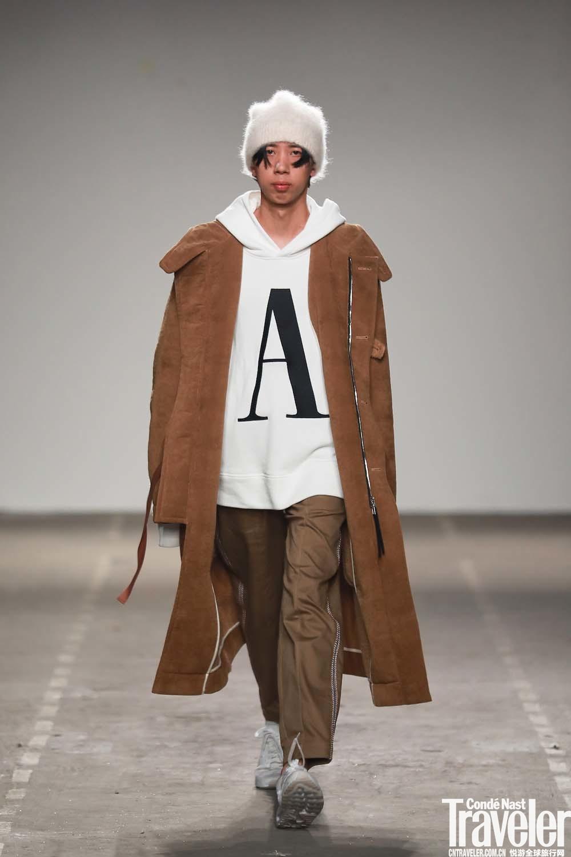 今年秋冬穿什么?何不试试新锐设计师跨界系列