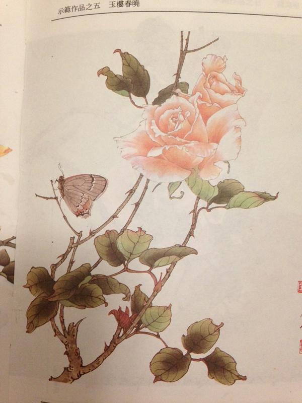 我是临摹上面这幅工笔玫瑰花,每天放学我跟小伙伴都会去老师办公室,他