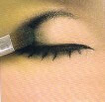 大小欧式眼妆的画法步骤 附超多眼线的画法