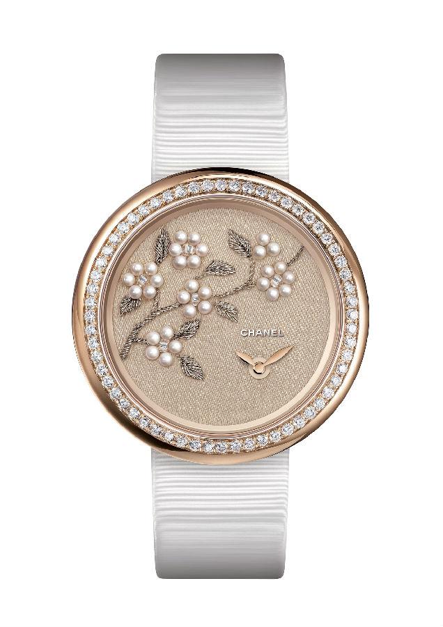 腕间春意 绽放在表盘上的花季物语