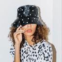 那個時髦的戴帽子女孩