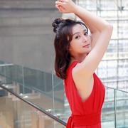 秦岚示范夏日时尚搭配 少女风与御姐风自由转换