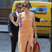 Jennifer Lopez身着C/MEO COLLECTIVE出席媒体发布会