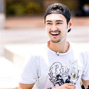 袁弘身着Sandro 2016春夏系列录制《我们来了》