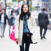 刘雯身着 Longchamp双面大衣现身纽约街头,参与维密大秀试装