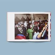 古驰推出全新限量版摄影书《执迷于爱(Blind For Love)》