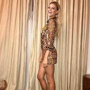 超模Kelly Rohrbach身着Roberto Cavalli 17秋冬系列连衣裙于纽约出席活动