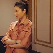 刘亦菲佩戴戴比尔斯珠宝(DE BEERS JEWELLERS)  出席《二代妖精》深圳路演
