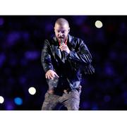 Justin Timberlake穿着Stella McCartney订制服装,参与第52届超级杯中场表演