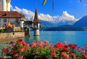 瑞士圖恩湖 圖恩湖得名自圖恩鎮,位于瑞士圖恩和因特拉肯之間,是冰河時代的產物。湖水在一天的大部分時...