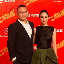 GIORGIO ARMANI为出席影片《一步之遥》全球首映礼的嘉宾提供礼服