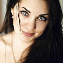 这5种妆发和站姿可以让你上镜更显瘦