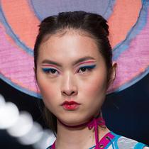 谁说秀场造型一定美 这17款吸引眼球的怪异妆发你欣赏的了吗